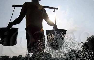 Kisah di Balik Rusaknya Tempayan Tukang Air
