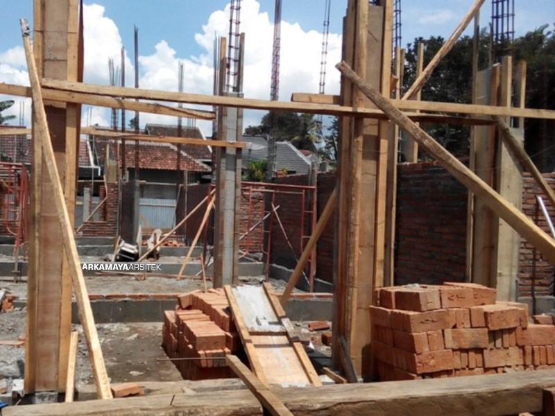 JASA KONTRAKTOR JOGJA - Proyek Desain & Pembangunan Rumah Tinggal 2 Lantai - Bpk. Rahmat Purwanto YOGYAKARTA (3)